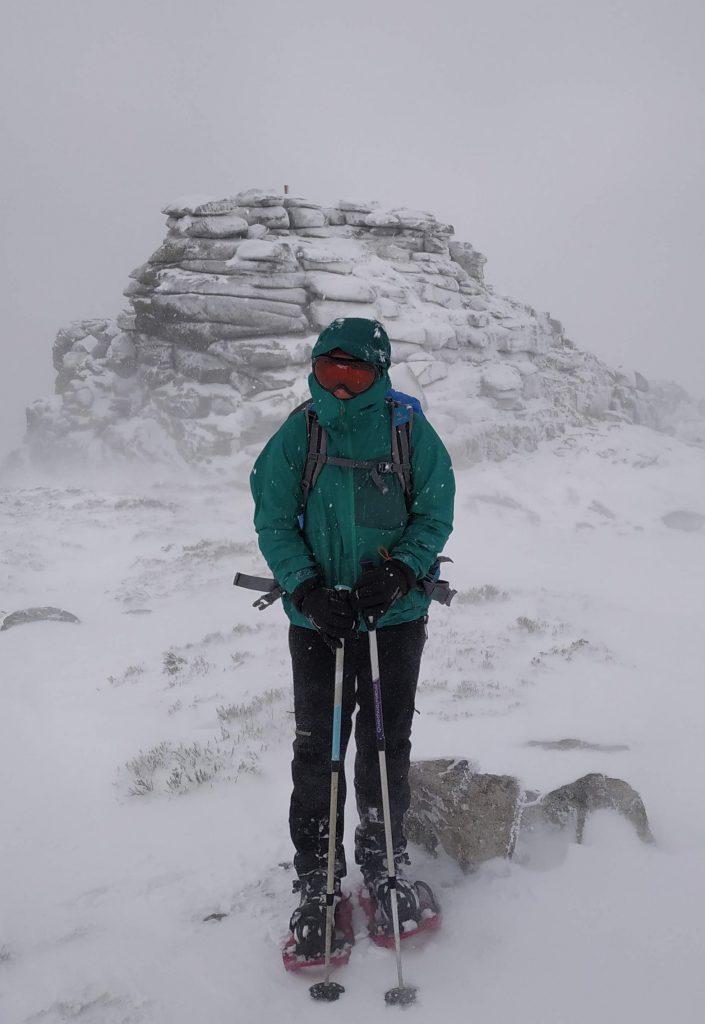 Io durante una forte nevicata al Cerro Siete Picos in Spagna
