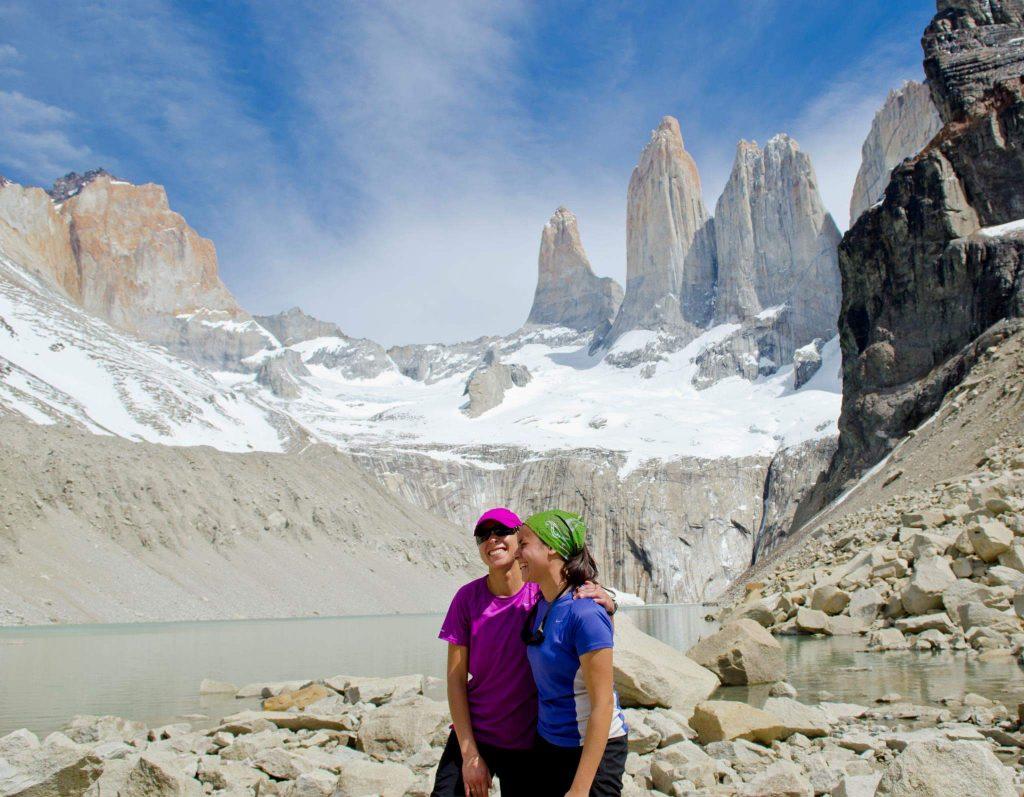 Carla e una sua collega in una fortunata giornata di sole al Parco Nazionale Torres Del Paine